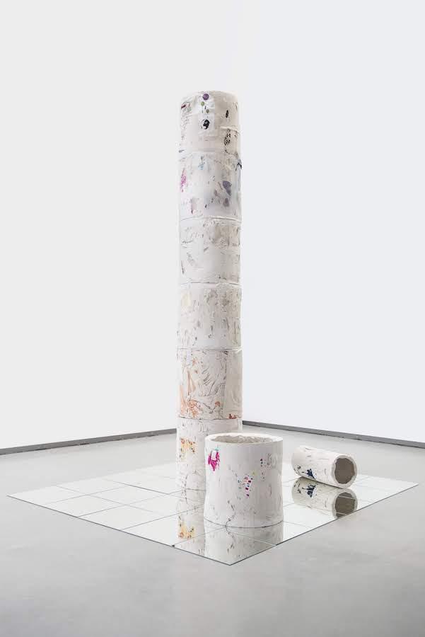 Danijela Pivašević-Tenner, Triumphsäulen, Installation Museum Tuch & Technik, Neumünster 2019